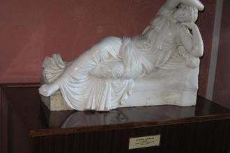 Скульптура «Спляча красуня» Томаша-Оскара Сосновського фото #1