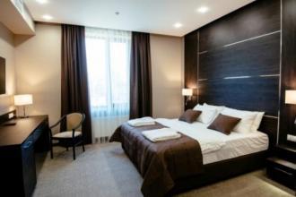Двомісний поліпшений з одним великим ліжком та диваном